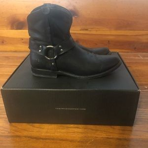 Frye Wyatt harness black bootie boots 8.5